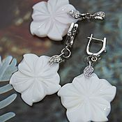Украшения handmade. Livemaster - original item Earrings and pendant White flower jewelry set with pearl and cubic Zirconia. Handmade.