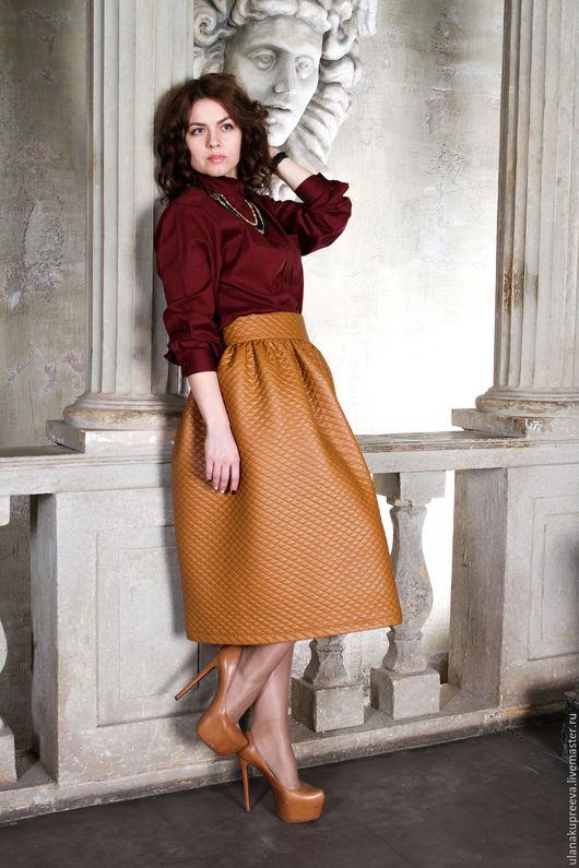 Стильная юбка в складку из стеганой эко-кожи.