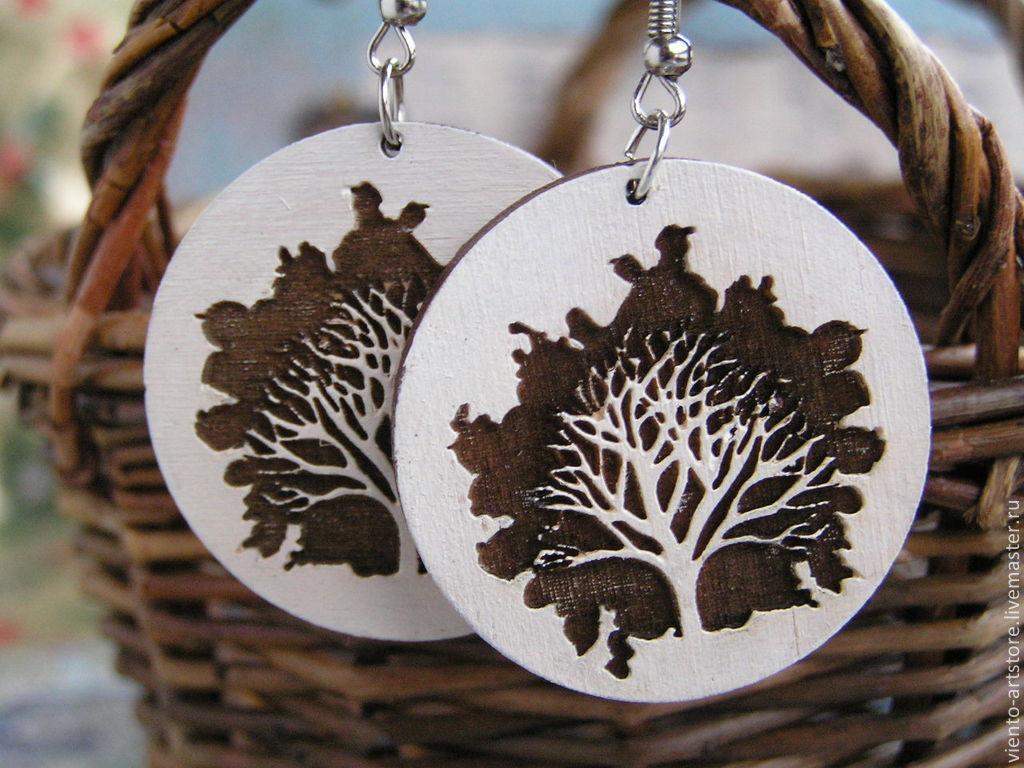"""ручной работы. Ярмарка Мастеров - ручная работа. Купить Серьги """"Холм одного дерева"""". Handmade. Гравировка, дерево, яркость"""