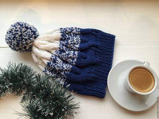 Шапки ручной работы. Ярмарка Мастеров - ручная работа. Купить Сине-белая шапка с помпоном. Handmade. Тёмно-синий