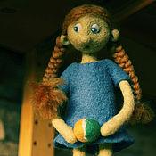 Куклы и игрушки ручной работы. Ярмарка Мастеров - ручная работа Варя и мяч. Handmade.