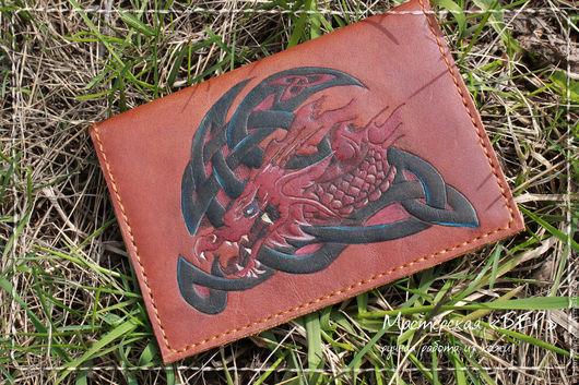 Обложка для паспорта «Дракон», обложка для документов из кожи. Мастерская «БЕР» Авторская роспись. Пирография