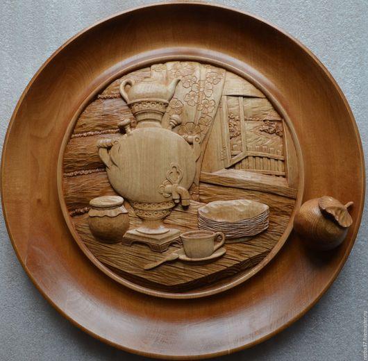 Натюрморт ручной работы. Ярмарка Мастеров - ручная работа. Купить Декоративная тарелка.. Handmade. Коричневый, резной декор, панно из дерева