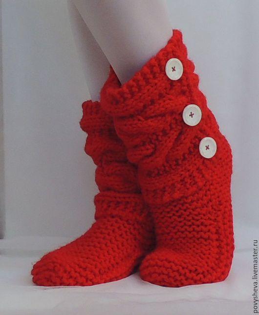 """Обувь ручной работы. Ярмарка Мастеров - ручная работа. Купить Сапожки/тапочки """"Красные с белыми пуговицами"""" домашние вязаные. Handmade. Красный"""