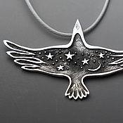 Украшения ручной работы. Ярмарка Мастеров - ручная работа Птица Ночи кулон со звездами и луной в виде ворона. Handmade.