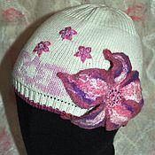 Работы для детей, ручной работы. Ярмарка Мастеров - ручная работа Декор шапки вышивкой и валяным цветком. Handmade.