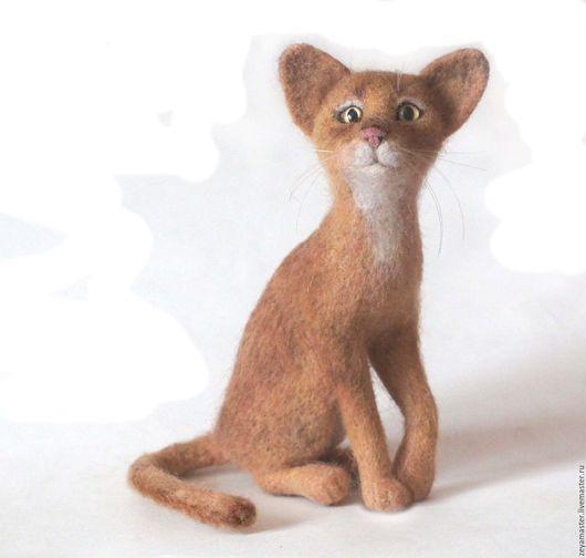 Игрушки животные, ручной работы. Ярмарка Мастеров - ручная работа. Купить Абессинская кошка. Интерьерная валяная игрушка из шерсти.. Handmade.