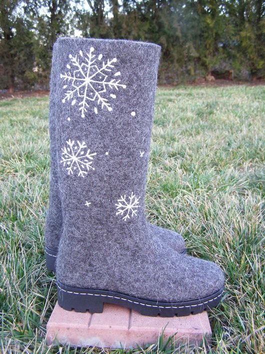 """Обувь ручной работы. Ярмарка Мастеров - ручная работа. Купить Валенки-сапожки """"Снежинка"""". Handmade. Серый, валенки с рисунком, войлок"""
