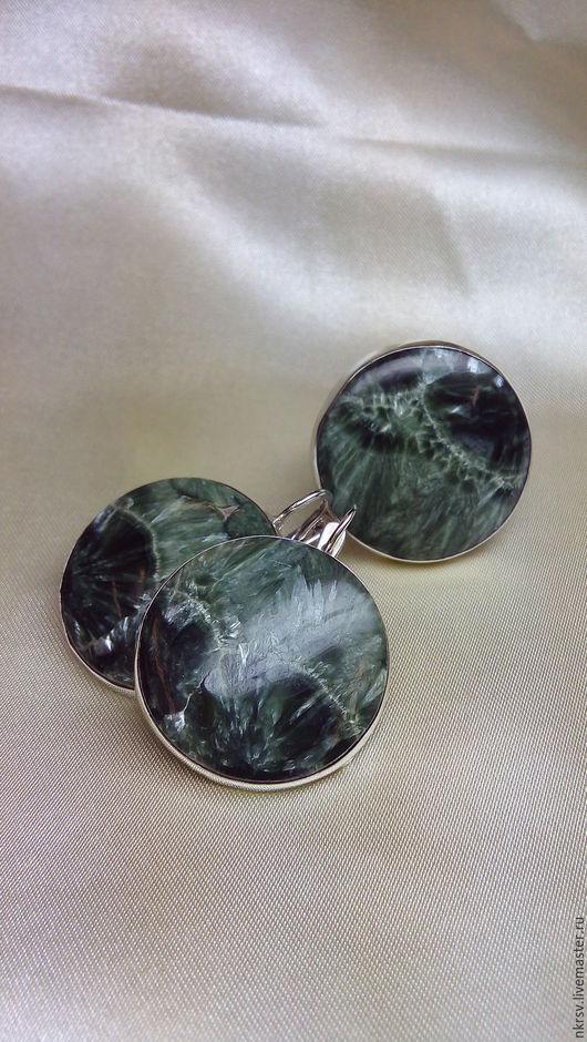 Комплект украшений ручной работы из натурального клинохлора(серафинита) в серебре.