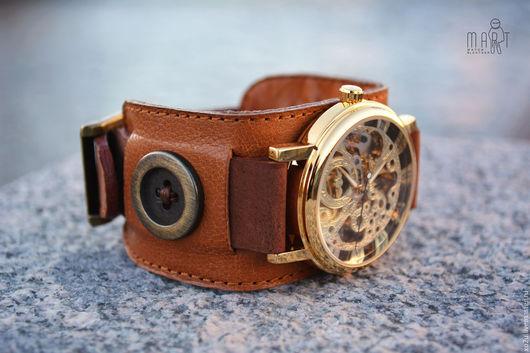 Часы наручные Button на широком браслете из натуральной итальянской кожи