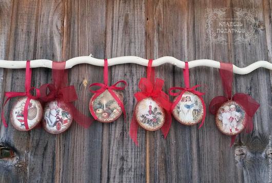 Новый год 2017 ручной работы. Ярмарка Мастеров - ручная работа. Купить Деревянная новогодняя игрушка на елку.. Handmade. Ярко-красный