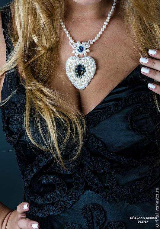 Кулон-сердце с кристаллами Сваровски и речным жемчугом