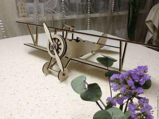 Модель самолета из дерева -- для интерьера, оформления праздника, фотосессии