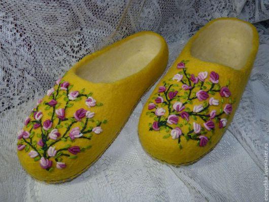 """Обувь ручной работы. Ярмарка Мастеров - ручная работа. Купить Войлочные тапочки """"Радость весны"""". Handmade. Лимонный, авторская работа"""
