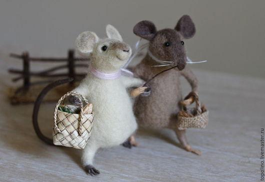 Миниатюра ручной работы. Ярмарка Мастеров - ручная работа. Купить Мышки - подружки. Handmade. Мышка, игрушка из войлока, мышка из шерсти