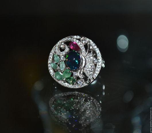 Кольца ручной работы. Ярмарка Мастеров - ручная работа. Купить Аккуратное кольцо с натуральным черным опалом, изумрудами  и рубином. Handmade.