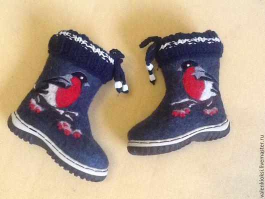 """Детская обувь ручной работы. Ярмарка Мастеров - ручная работа. Купить Детские валенки """"снегири 3"""". Handmade. Разноцветный"""