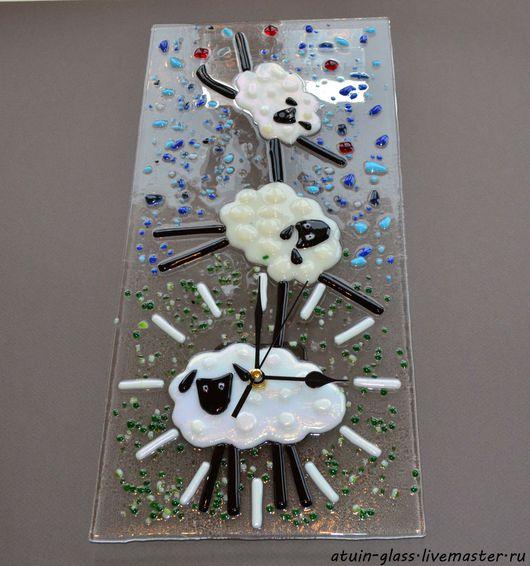 """Часы для дома ручной работы. Ярмарка Мастеров - ручная работа. Купить Часы из стекла, фьюзинг """"Овечки"""". Handmade. Чёрно-белый"""