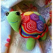 Куклы и игрушки ручной работы. Ярмарка Мастеров - ручная работа Вязанная радужная черепашка. Handmade.