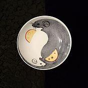 """Тарелки ручной работы. Ярмарка Мастеров - ручная работа Розетка, тарелочка, блюдце """"Мышка Инь и Мышка Ян"""" роспись фарфора. Handmade."""