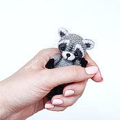 Куклы и игрушки ручной работы. Ярмарка Мастеров - ручная работа Енот амигуруми вязаная игрушка. Handmade.