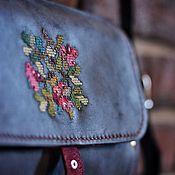 Классическая сумка ручной работы. Ярмарка Мастеров - ручная работа Сумка женская из кожи и дерева синяя «Berries». Handmade.