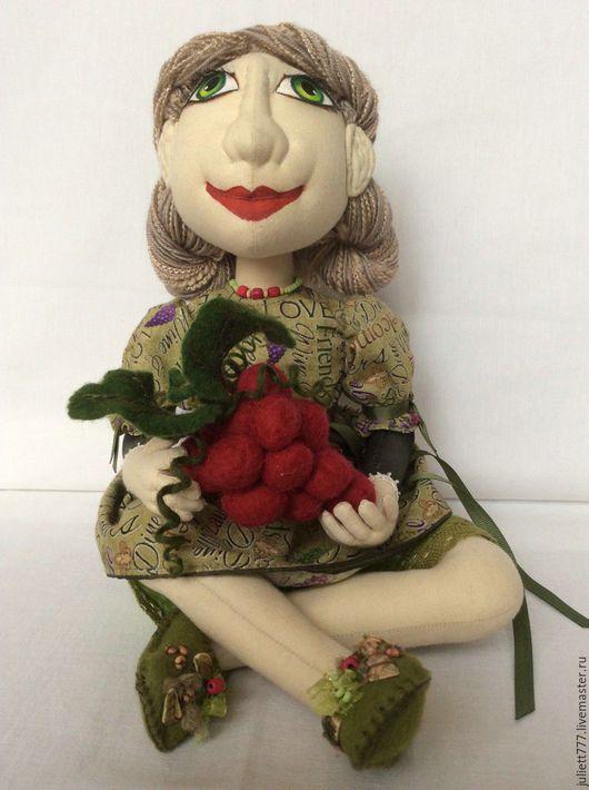 Коллекционные куклы ручной работы. Ярмарка Мастеров - ручная работа. Купить Девушка с красным виноградом. Handmade. Девушка с виноградом