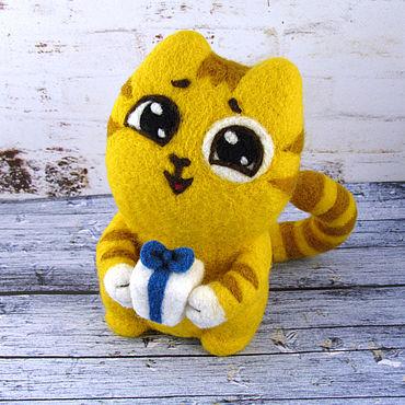 Куклы и игрушки ручной работы. Ярмарка Мастеров - ручная работа Кот Персик с подарком. Handmade.