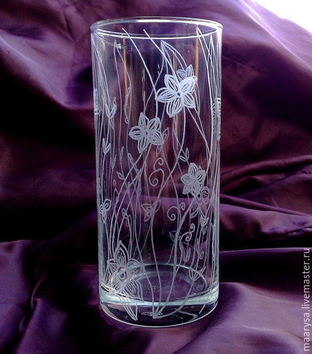 Роспись стекла. Мини-ваза высота около 130мм. Ручная алмазная гравировка. Авторская гравировка по стеклу.