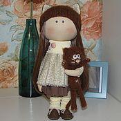 Куклы и игрушки ручной работы. Ярмарка Мастеров - ручная работа шоколадная куколка с котиком. Handmade.