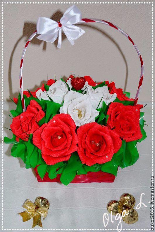 """Букеты ручной работы. Ярмарка Мастеров - ручная работа. Купить Корзина из конфет """"Очарование"""". Handmade. Букет из конфет, розы, шпажки"""