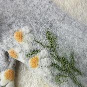 Аксессуары ручной работы. Ярмарка Мастеров - ручная работа Перчатки с цветами- ромашки Валяные  вышитые шерстяные перчатки. Handmade.