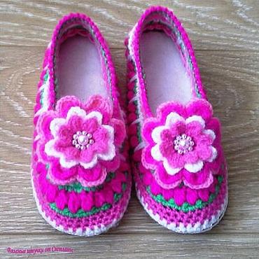 Обувь ручной работы. Ярмарка Мастеров - ручная работа Домашние тапочки вязаные Зефирки. Handmade.