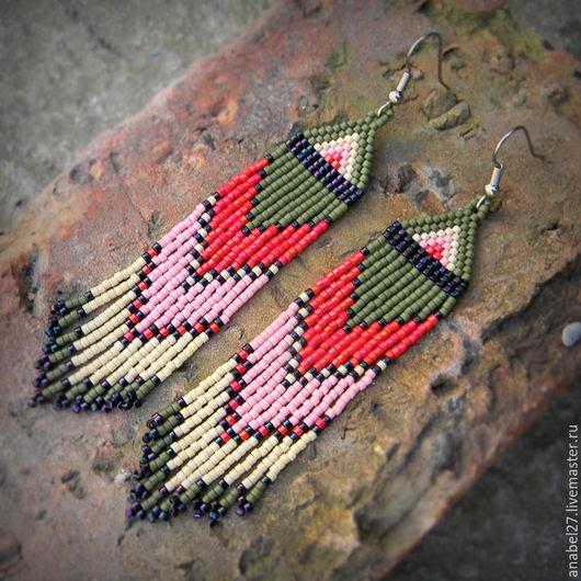 Необычные этнические серьги ручной работы Яркие серьги из бисера
