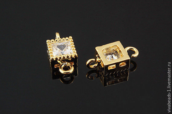 Connector with zircon 5,2*5,2 mm (the square, excluding the loops), brass material with gold plating made in South Korea (Ref. 2827)