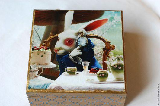 Шкатулки ручной работы. Ярмарка Мастеров - ручная работа. Купить Шкатулка Белый Кролик декупаж из Алиса в стране чудес. Handmade.