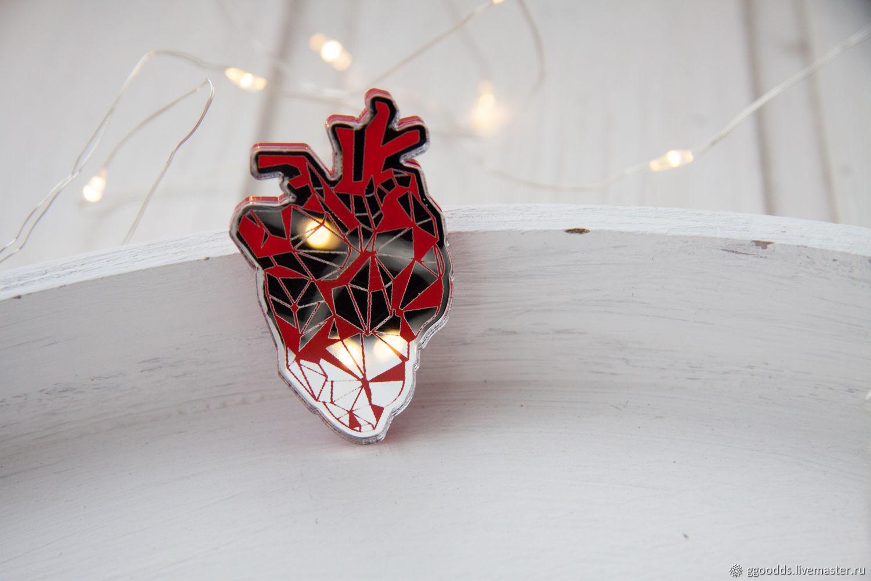 Брошь зеркальная стеклянная  Анатомическое полигональное сердце, Брошь-булавка, Казань,  Фото №1