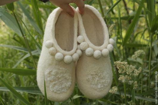 """Обувь ручной работы. Ярмарка Мастеров - ручная работа. Купить Валяные тапочки  """"Нежность"""". Handmade. Белый, валяная обувь, микропора"""