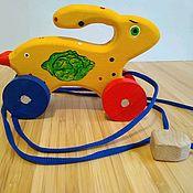 Игрушки-каталки ручной работы. Ярмарка Мастеров - ручная работа Игрушки на колесиках. Handmade.