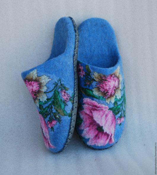 """Обувь ручной работы. Ярмарка Мастеров - ручная работа. Купить Войлочные тапочки  """"Мечта о лете"""". Handmade. Войлочные тапочки, голубой"""