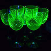 Винтаж handmade. Livemaster - original item GLASSES, set of 7 pieces 11,4 cm. Pre-war colour URANIUM glass. Thread. Handmade.