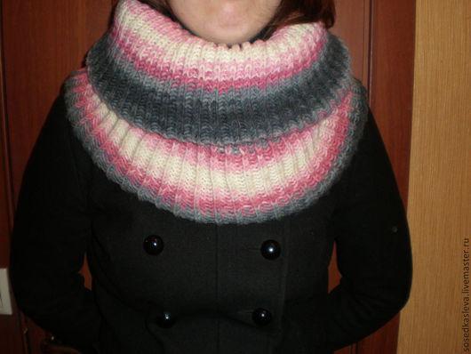 """Шали, палантины ручной работы. Ярмарка Мастеров - ручная работа. Купить Снуд-шарф """"Розовый на сером"""". Handmade. Шарф-снуд"""