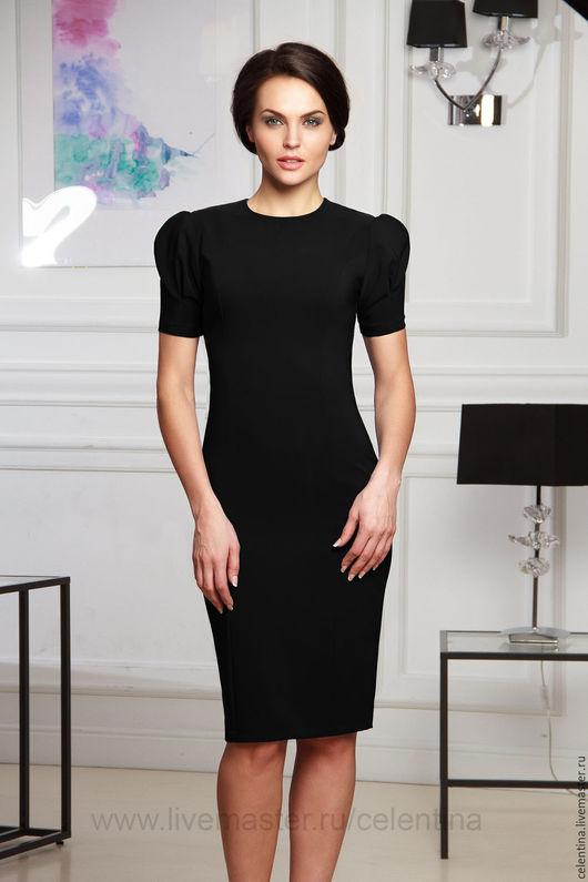 Короткое черное платье футляр