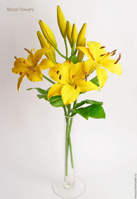 Букет из желтых лилий