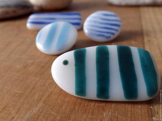 """Броши ручной работы. Ярмарка Мастеров - ручная работа. Купить """"Морские полоски"""", набор брошек. Handmade. Комбинированный, голубой, стекло"""