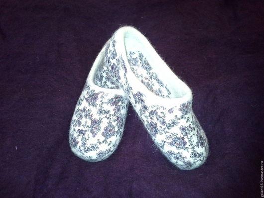 """Обувь ручной работы. Ярмарка Мастеров - ручная работа. Купить """"Елисейские поля"""" Валяные тапочки. Handmade. Белый, цветочный принт"""