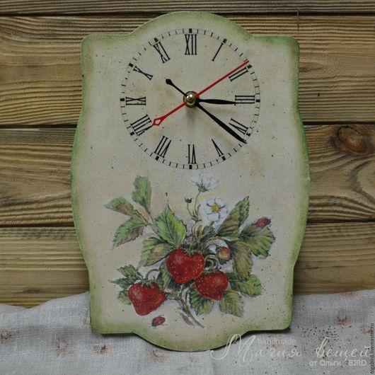 Часы для дома ручной работы. Ярмарка Мастеров - ручная работа. Купить Часы КЛУБНИЧНОЕ НАСТРОЕНИЕ. Handmade. Декупаж, часы для дома