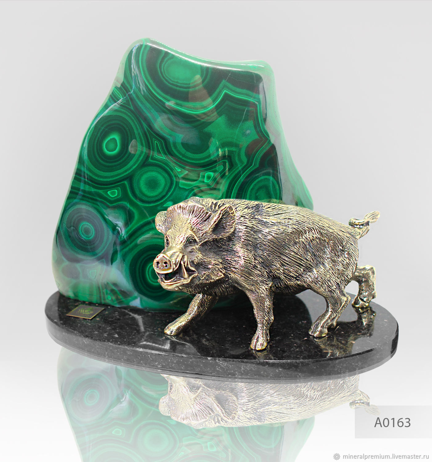 Bronze boar / boar – leader, symbolizing fearlessness, protection, fury, militancy and ferocity. Malachite - the stone doctors and scientists – the