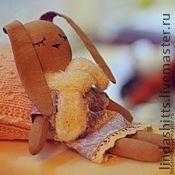 Внутри зайки находится мешочек с цветками лаванды- для сладких снов....