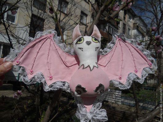 """Игрушки животные, ручной работы. Ярмарка Мастеров - ручная работа. Купить Интерьерная игрушка """"Летучая мышь. Розовая"""". Handmade. Розовый"""